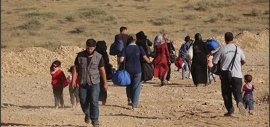 بعد بدء السلطات اللبنانية هدم مخيمات.. رئيس بلدية عرسال: آلاف السوريين يبيتون في العراء